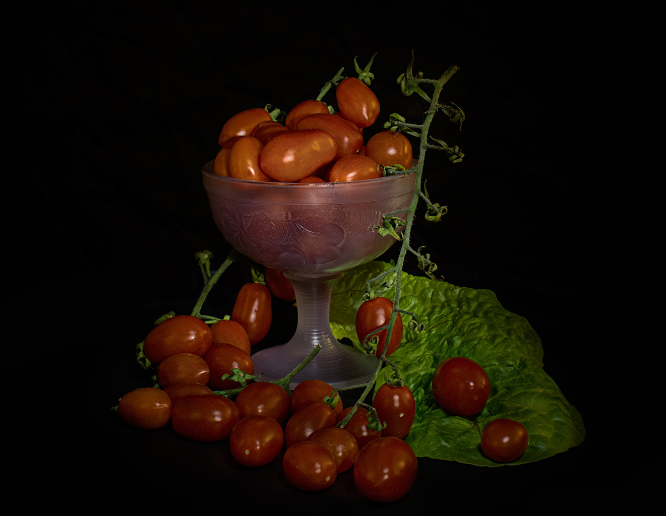 Pictures Tomatoes Food Branches Black background