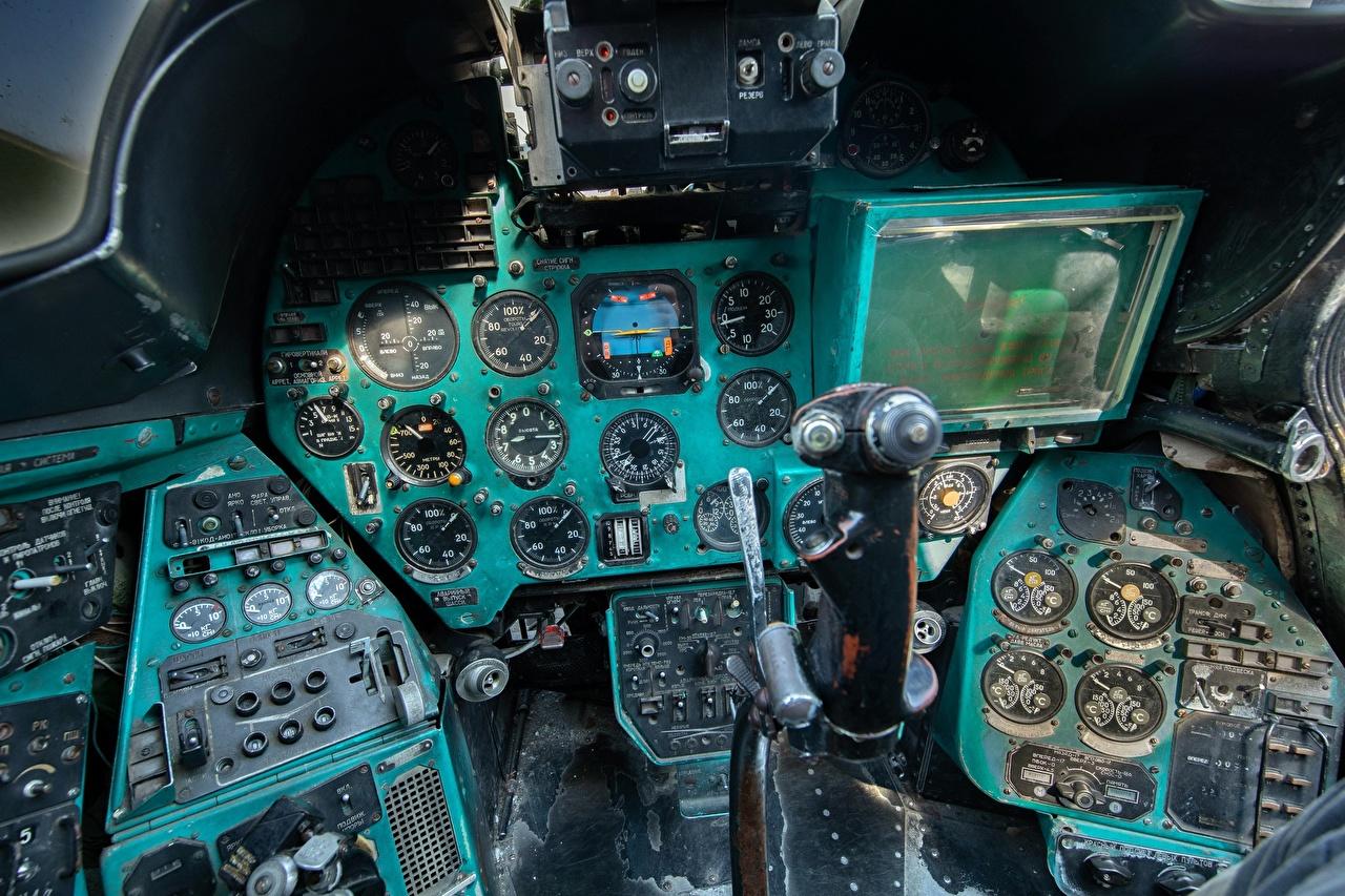Bilder von Hubschrauber Pilotenkanzel russisches Mi-24 B Luftfahrt Cockpit Russische russischer