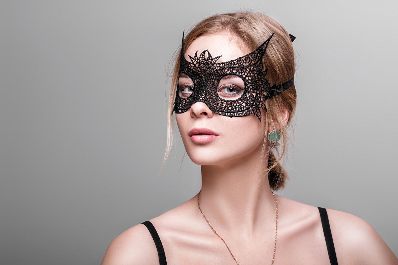 Bilder von Braunhaarige Mädchens Maske Blick Grauer Hintergrund Braune Haare Starren