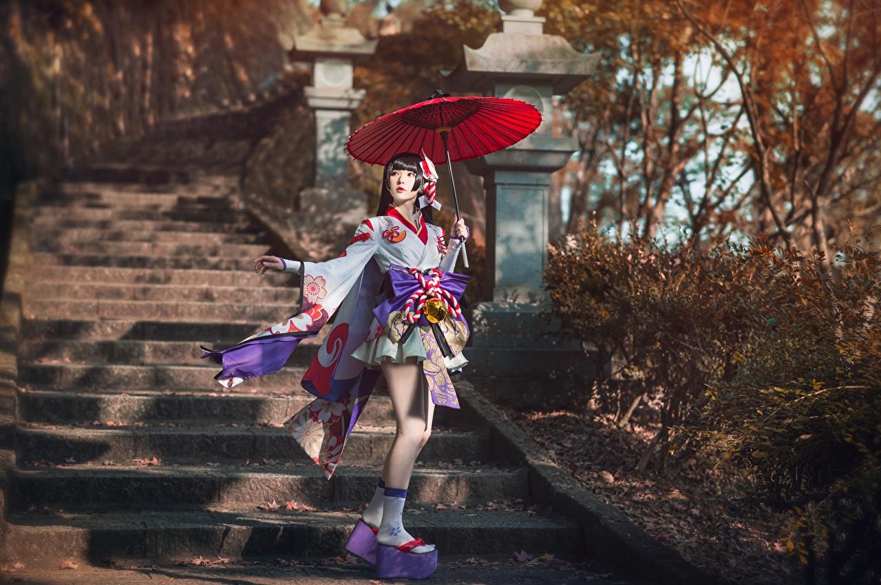 Fotos Brünette Cosplay Stiege Mädchens Asiatische Uniform Regenschirm Treppe Treppen junge frau junge Frauen Asiaten asiatisches