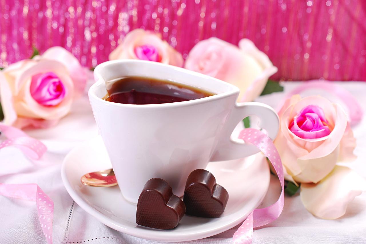 Фотографии День святого Валентина Сердце Шоколад Чай Розы Еда Чашка