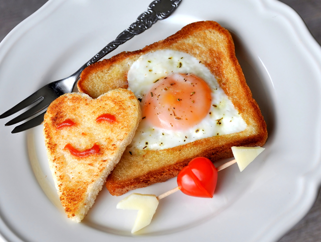 Photo Valentine's Day Heart arrows Fried egg Tomatoes Bread Creative Fork Food Wooden arrow