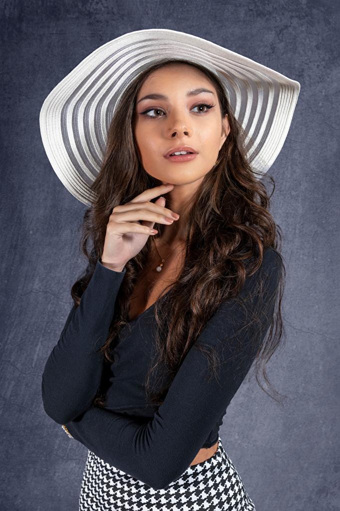 Fotos Model Elle posiert Der Hut junge frau Blick  für Handy Pose Mädchens junge Frauen Starren
