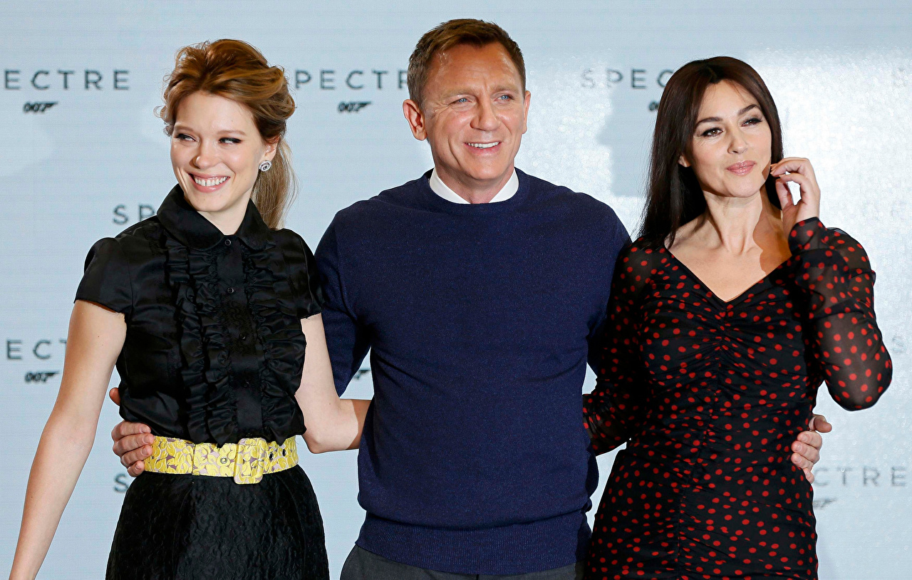 Wallpaper Daniel Craig Monica Bellucci Man Girls Movies Three 3 Celebrities Men female young woman film