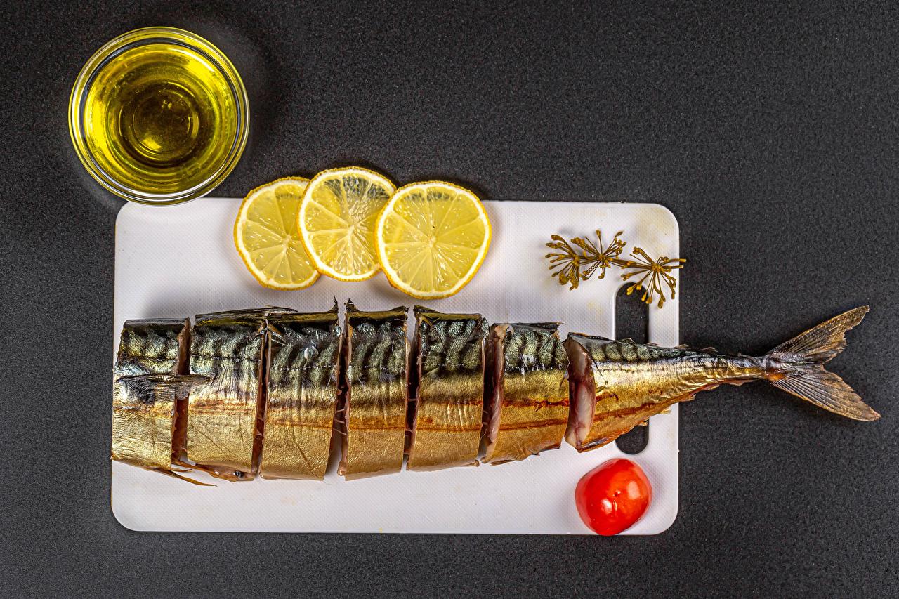 Bilder von Öle Tomaten Zitronen Fische - Lebensmittel das Essen Schneidebrett Grauer Hintergrund Tomate Zitrone Lebensmittel