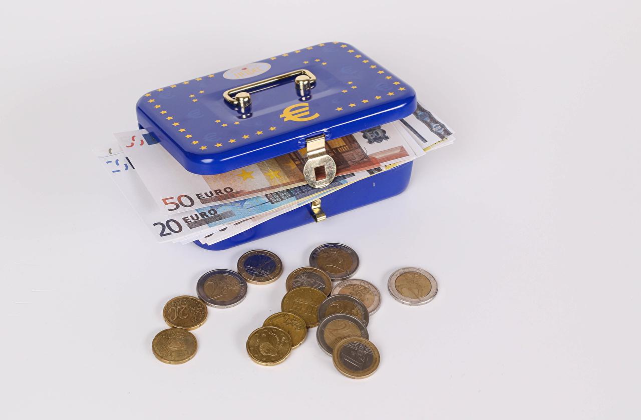 Bilder von Euro Münze Papiergeld Schachtel Geld Grauer Hintergrund Banknoten Geldscheine