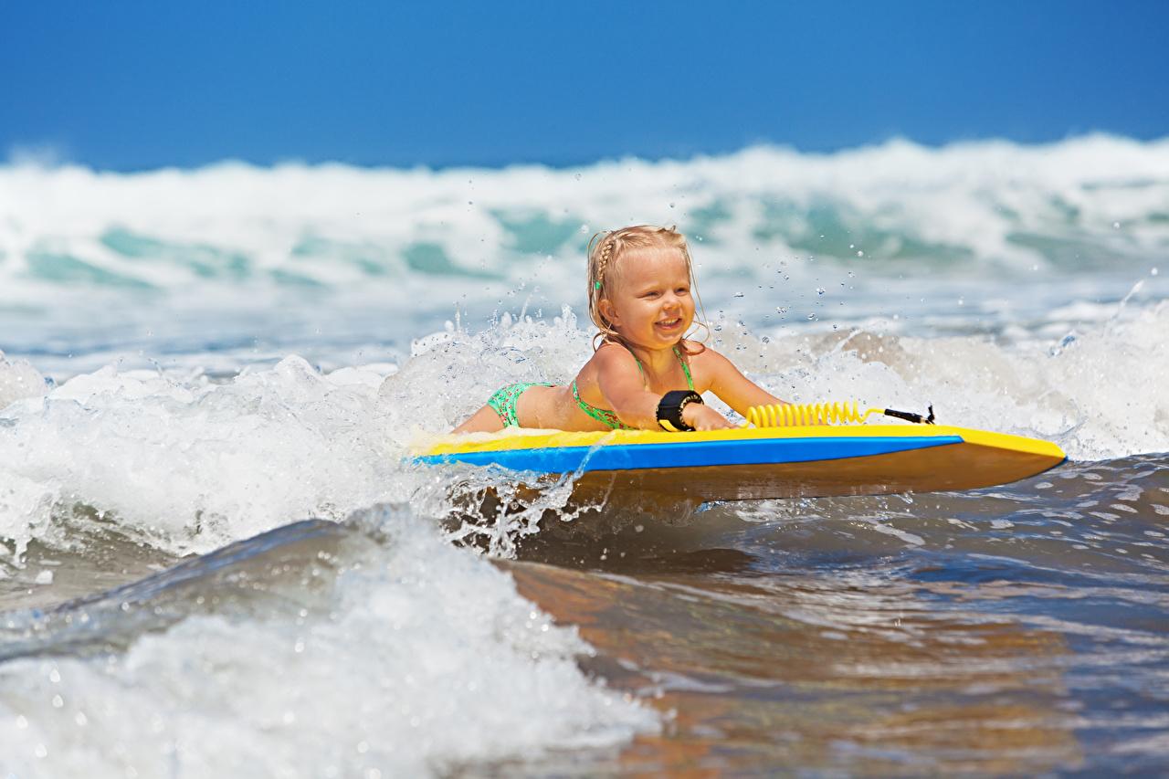 壁紙 海 波 サーフィン 小さな女の子 子供 ダウンロード 写真