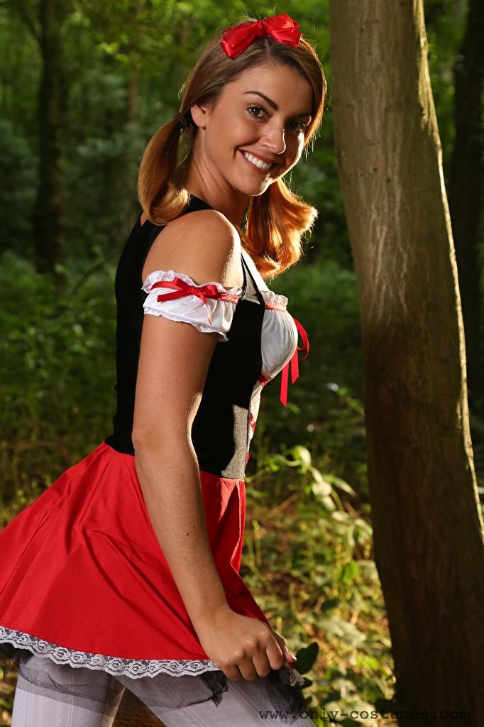 Bilder von Bryoni-Kate Williams Kellnerin Lächeln junge frau Uniform  für Handy Mädchens junge Frauen