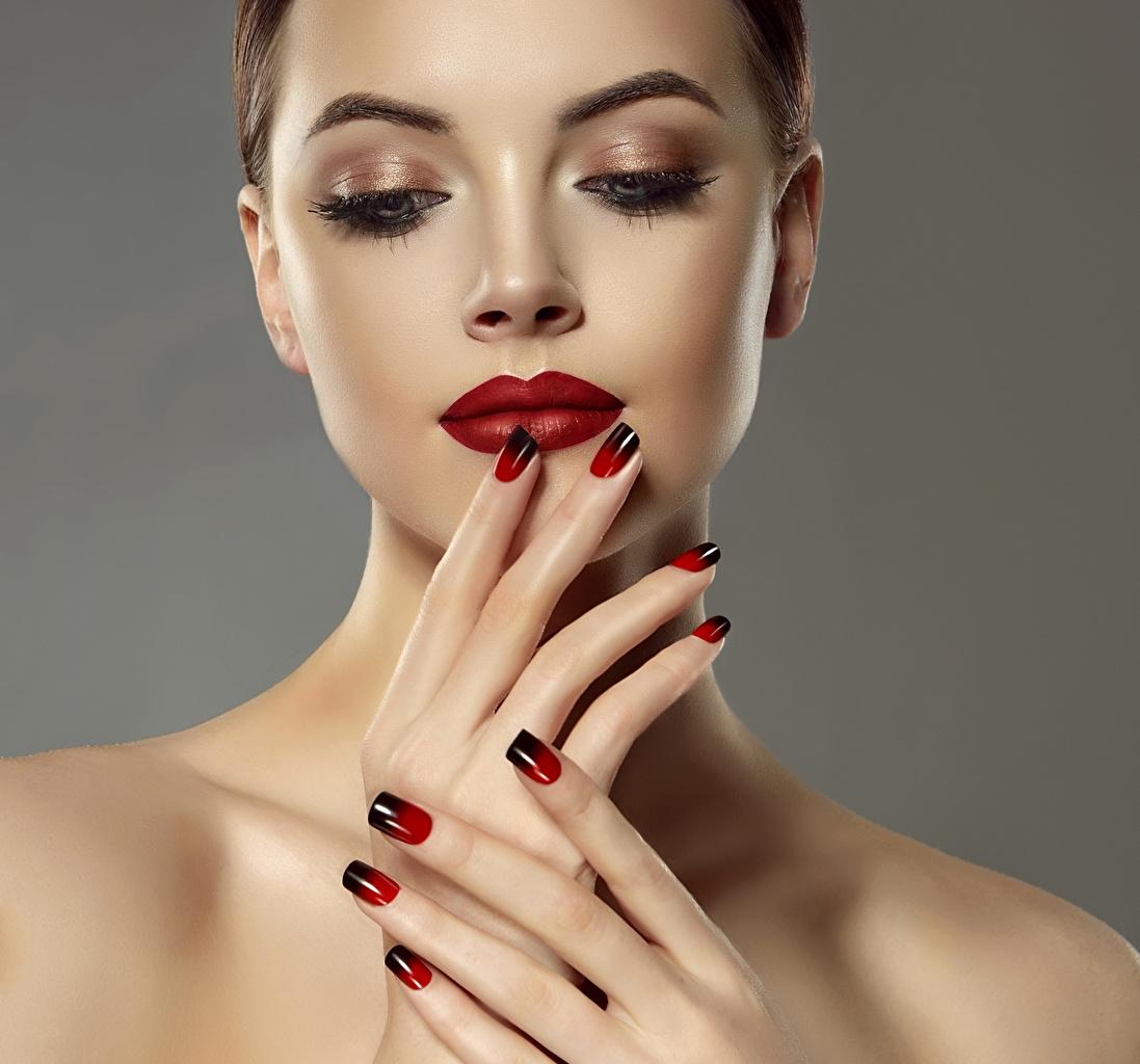 Hintergrundbilder Maniküre Make Up Gesicht Mädchens Finger Rote Lippen Grauer Hintergrund Schminke