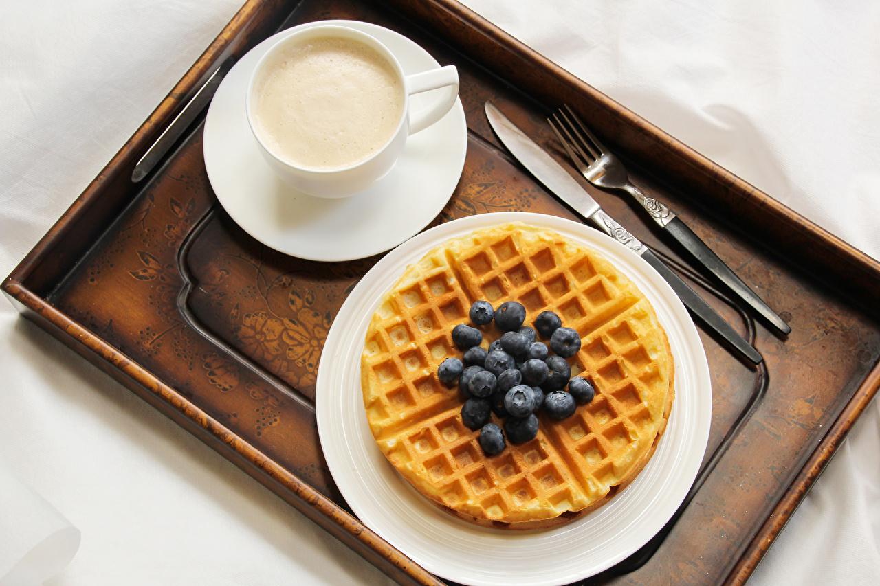 Foto Lebensmittel Kaffee Heidelbeeren Tasse Waffeln Backware das Essen
