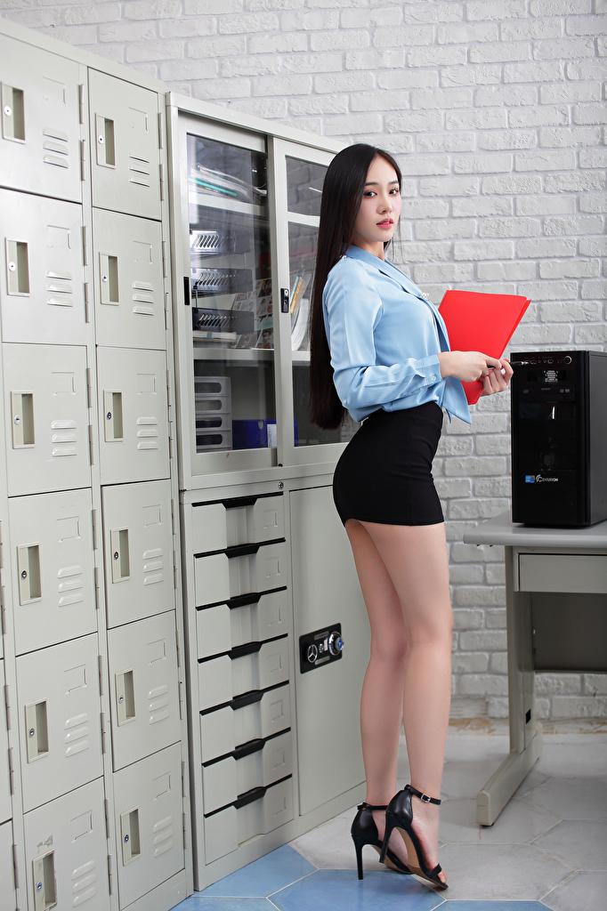 Achtergrond Rok (kleding) Secretaresse Bloes jonge vrouw Benen Aziaten Kijkt  voor Mobiele telefoon blouse Jonge vrouwen aziatisch