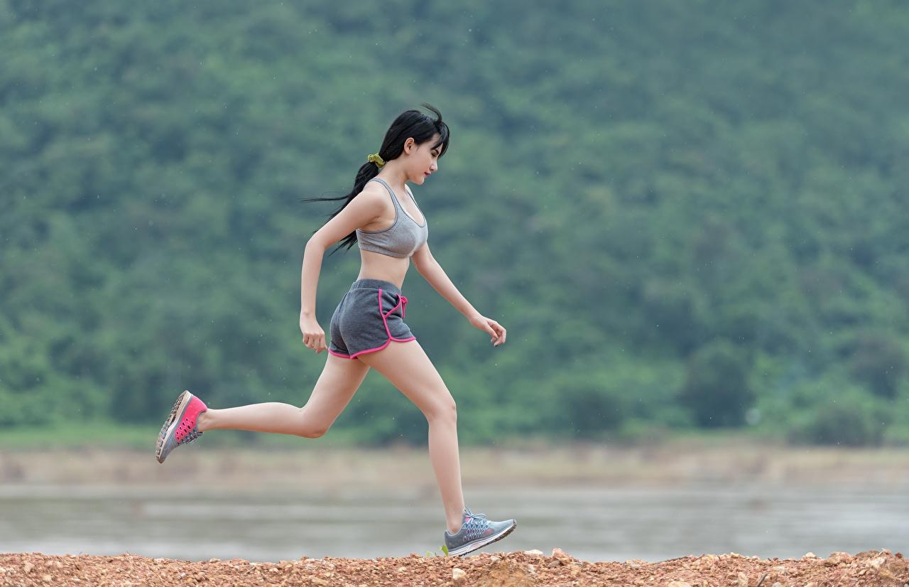 Bilder von Brünette Laufen Fitness Mädchens Asiatische Lauf Laufsport