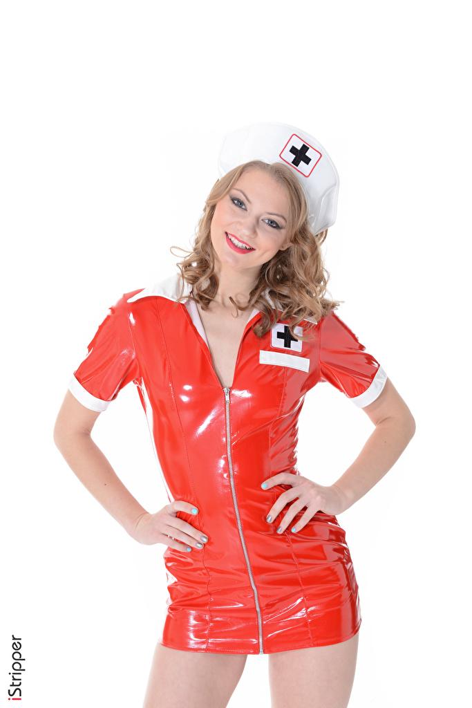 Bilder Merry Pie Latex Dunkelbraun Krankenschwester Lächeln iStripper junge frau Hand Uniform Starren Weißer hintergrund  für Handy Mädchens junge Frauen Blick