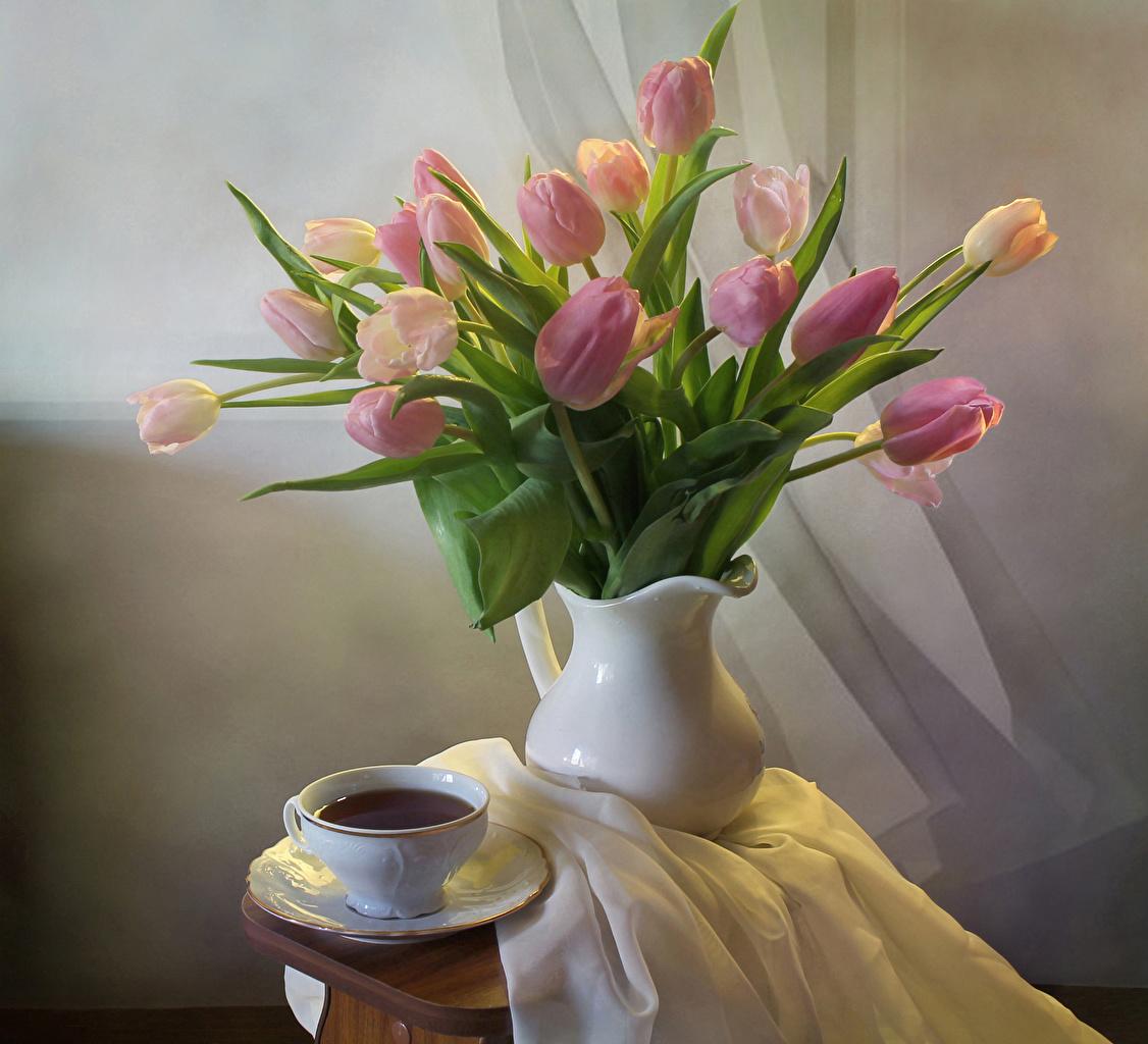 Fotos Sträuße Tee Tulpen Blumen Vase Tasse Stillleben