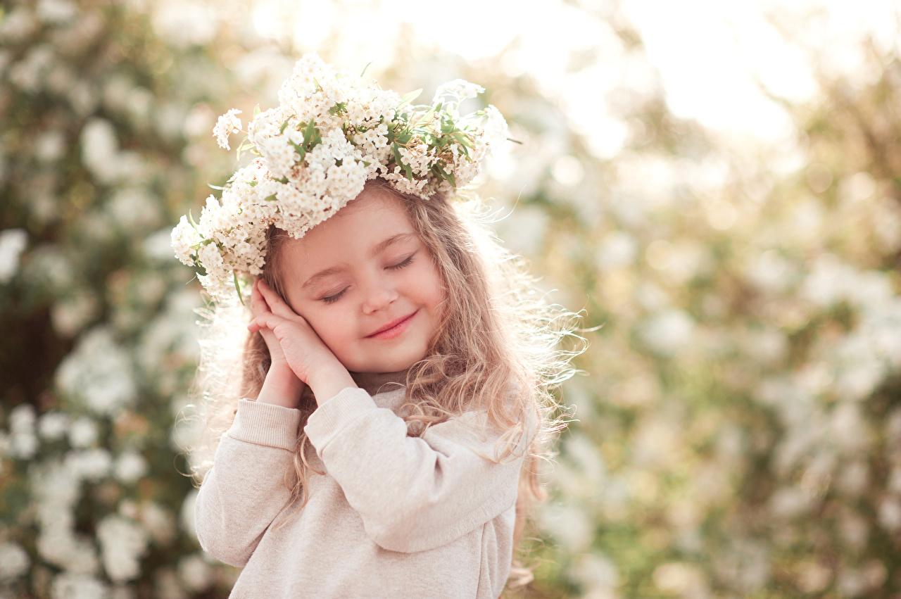 Foto Kleine Mädchen Lächeln kind Hand Kinder