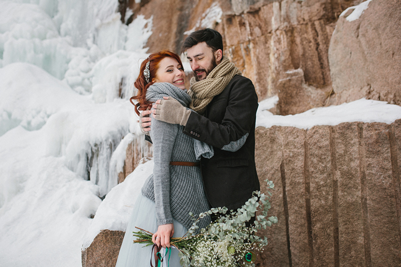 Hintergrundbilder Rotschopf Mann Lächeln Zwei Liebe Winter Umarmung Mädchens 2