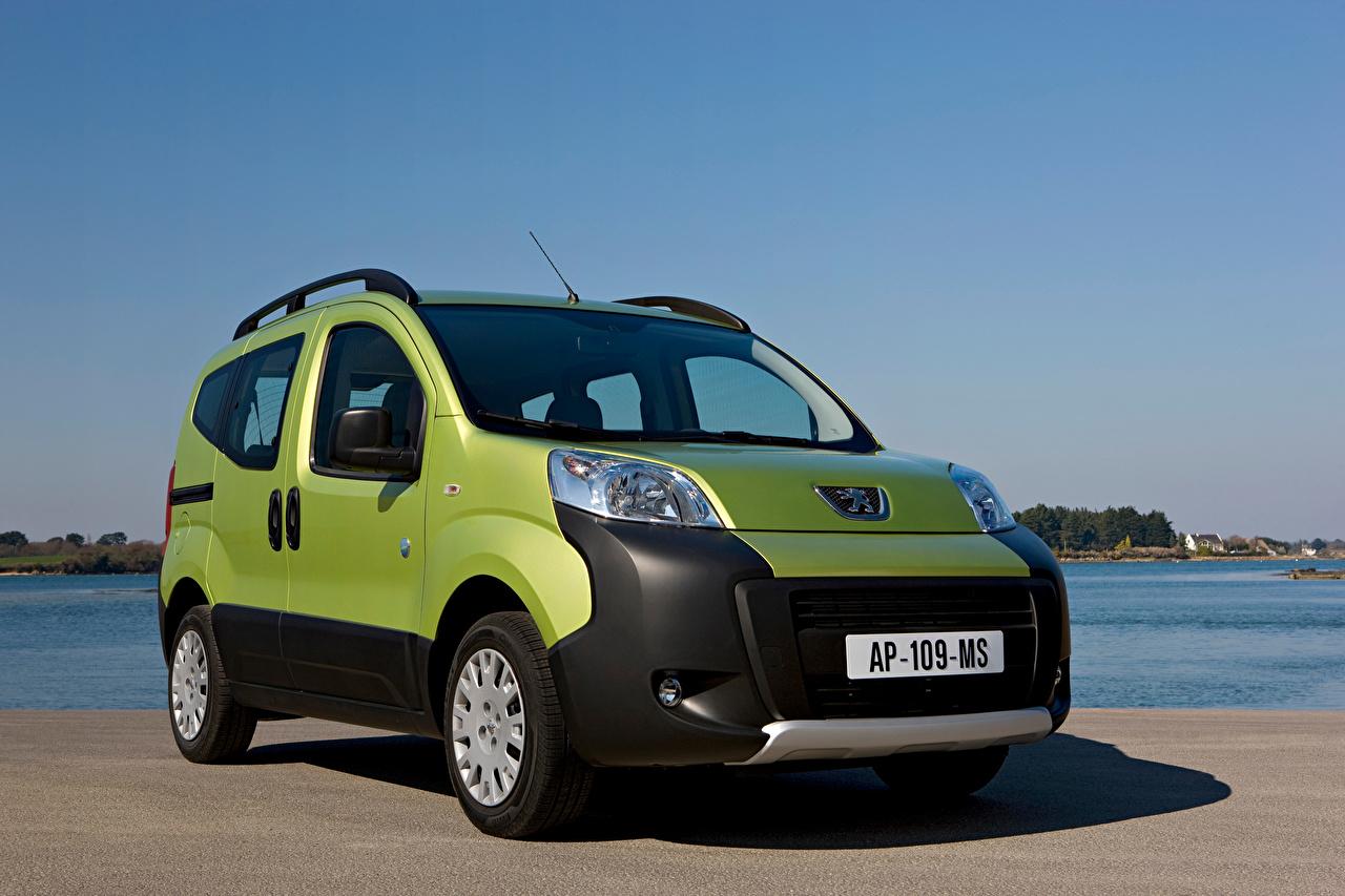 Foto Peugeot Ein Van Grün Autos Metallisch auto automobil
