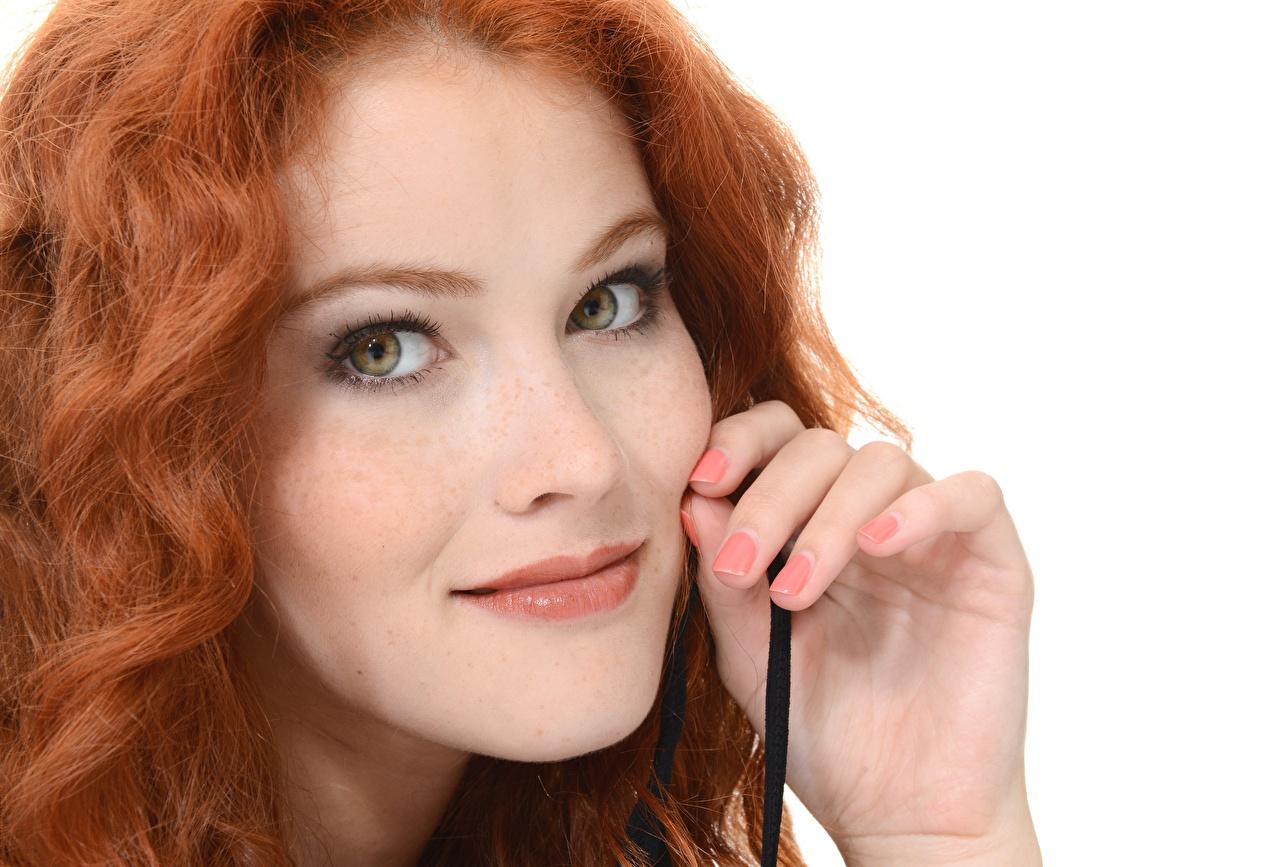 Fotos Heidi Romanova Rotschopf Maniküre Gesicht junge Frauen Hand Blick Mädchens junge frau Starren