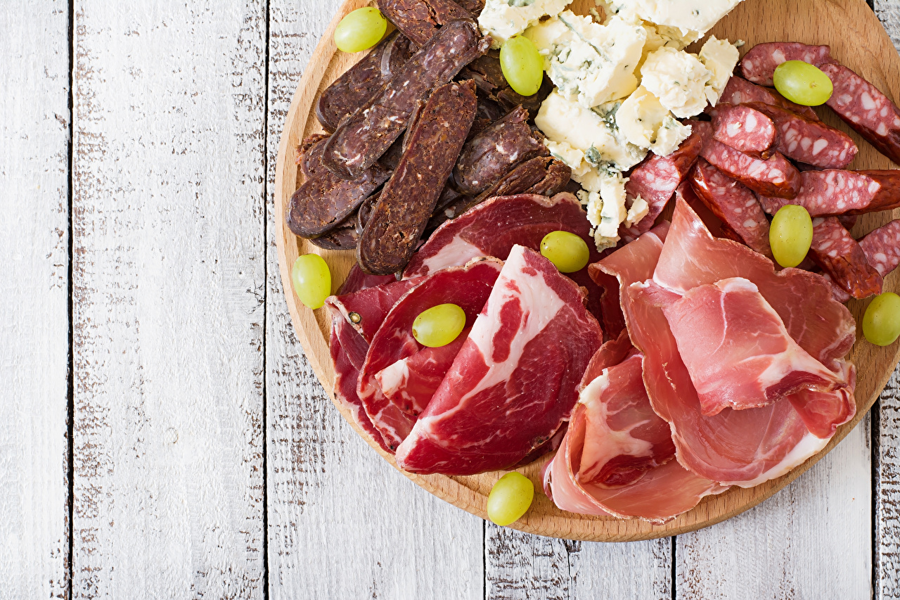 Photo Sausage Ham Grapes Cheese Food Sliced food Meat products Boards Wood planks