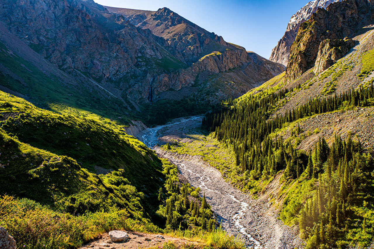 Фотографии Ala Archa National Park, Kyrgyzstan гора Утес Ручей Природа парк Горы Скала скале скалы ручеек Парки
