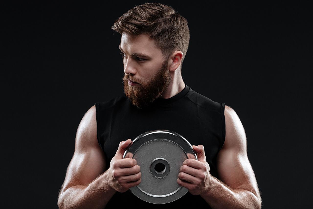 Fotos von Mann Muskeln bärtiger Hand Schwarzer Hintergrund bärte Barthaar bärtige