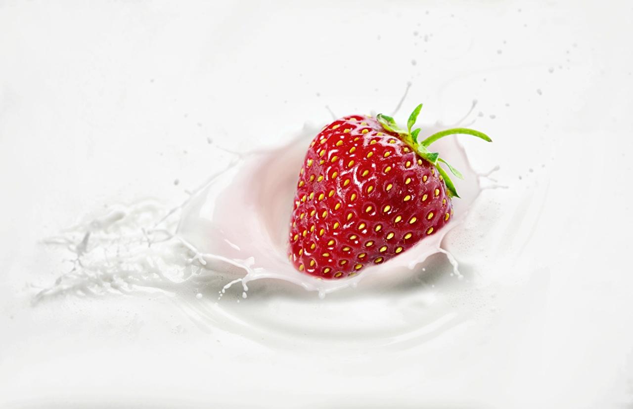 Image Milk Strawberry Water splash Food