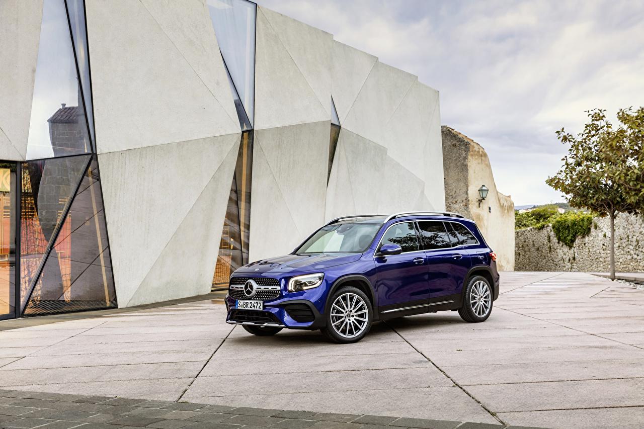 Mercedes-Benz_2019_GLB_250_AMG_Line_Worldwide_Blue_564918_1280x853.jpg
