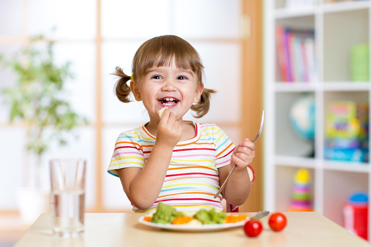 Fotos von Kleine Mädchen Glücklich Kinder Hand Freude