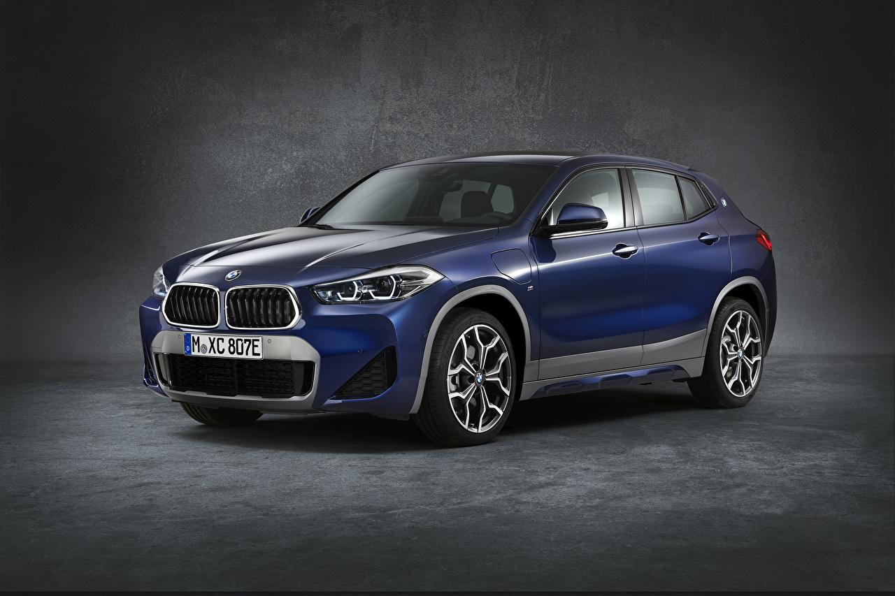 Foto BMW Crossover 2020-21 X2 xDrive25e M Sport Worldwide Blu colori Auto Sfondo grigio CUV macchine macchina automobile autovettura