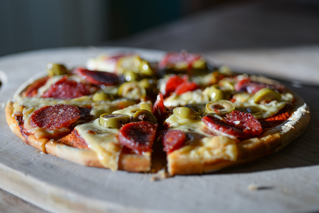 Images blurred background Pizza Olive Sausage Piece Food Sliced food Closeup Bokeh pieces