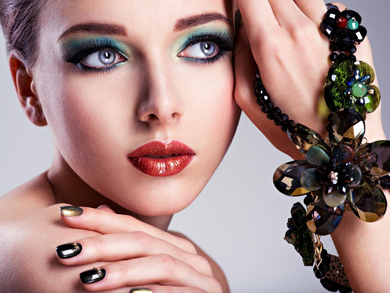 Foto Model Make Up Gesicht Mädchens Lippe Hand Blick Schminke junge frau junge Frauen Starren