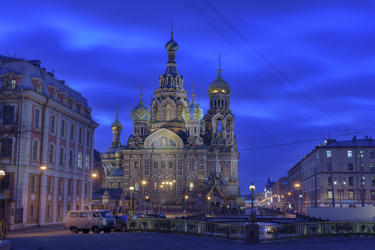 Desktop Hintergrundbilder Sankt Petersburg Kirche Russland Zaun Nacht Tempel Straßenlaterne Städte Kirchengebäude