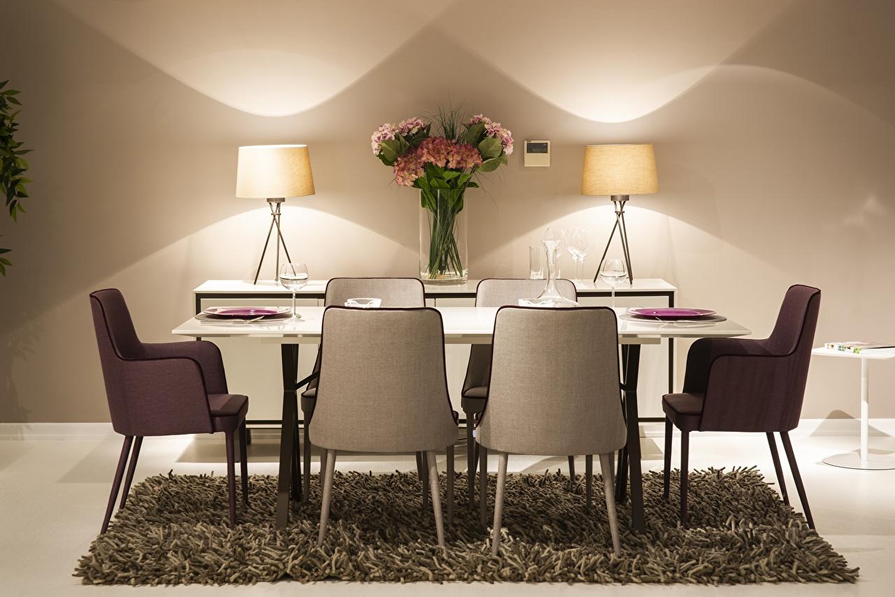 Foto Sträuße Tisch Stuhl Lampe Teppich Weinglas Blumensträuße Stühle
