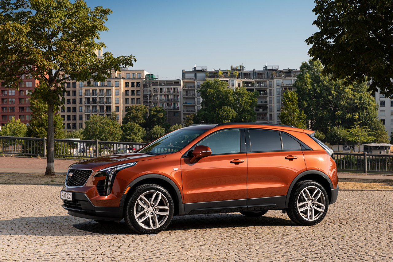 Photos Cadillac CUV XT4 350D, Launch Edition Sport, 2020 Side Metallic automobile Crossover Cars auto