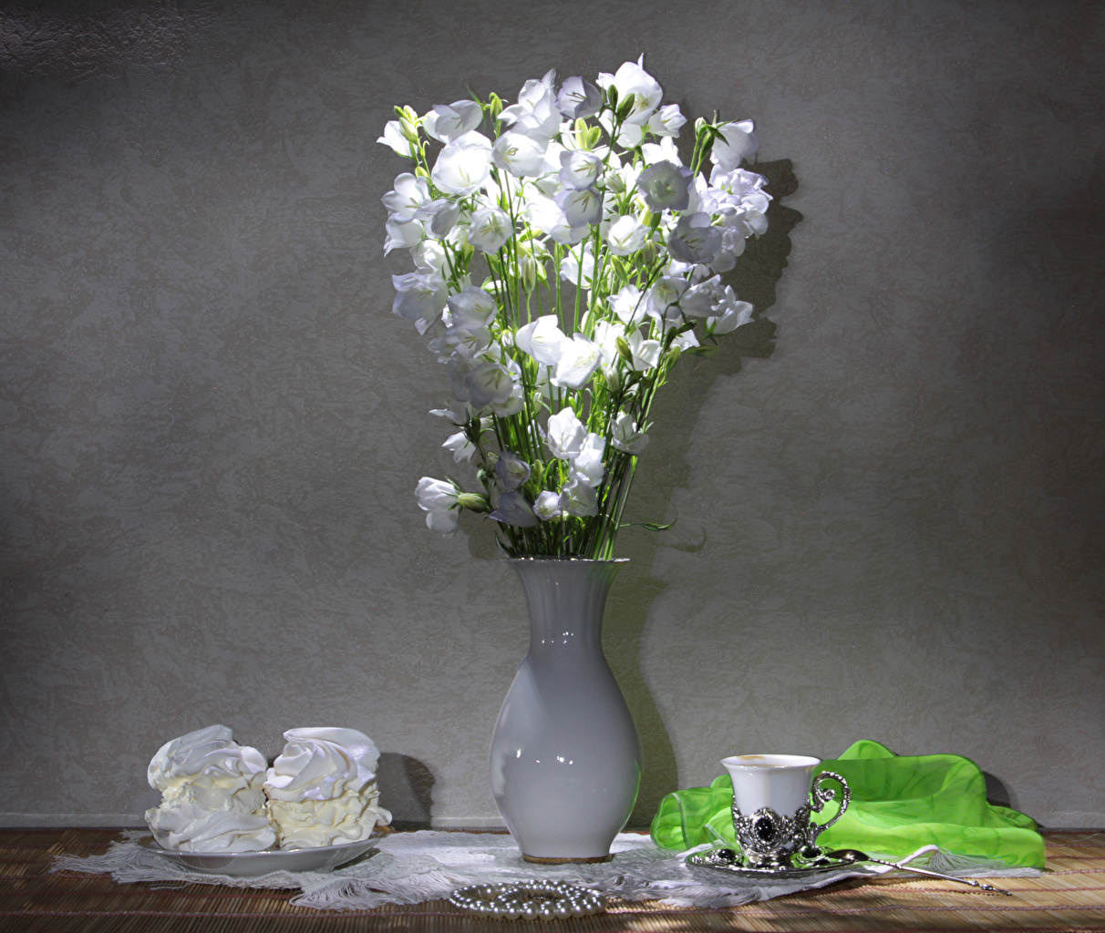 Pictures White Flowers Campanula Cup Vase Food Still-life Little cakes flower