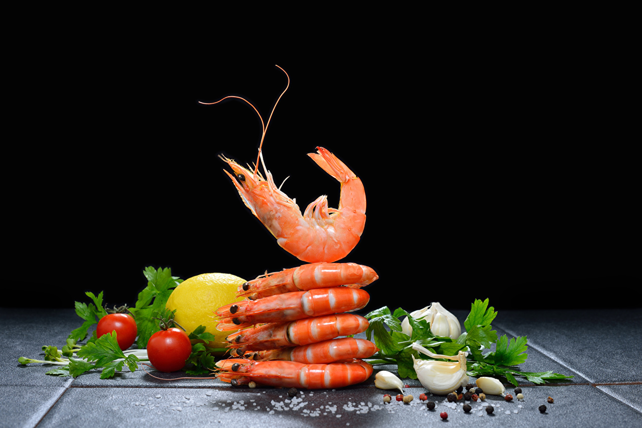 Photo Tomatoes Black pepper Lemons Garlic Shrimp Food Seafoods Black background Caridea Allium sativum
