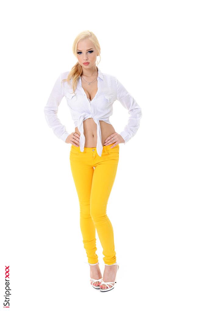Bilder von Estonika Blond Mädchen iStripper Pose Mädchens Bein Die Hose Weißer hintergrund High Heels  für Handy Blondine posiert junge frau junge Frauen Stöckelschuh