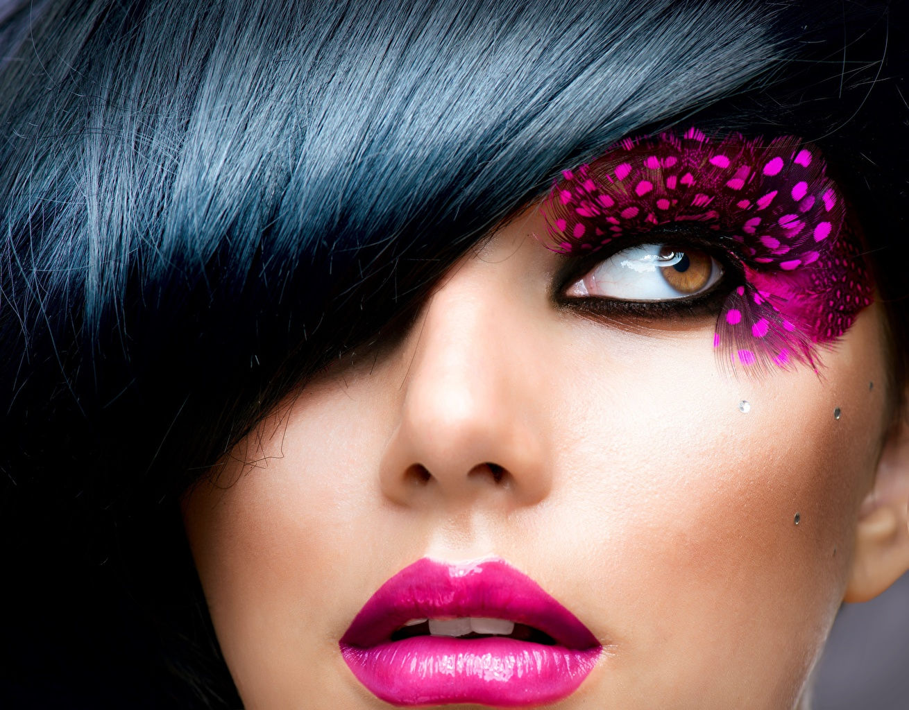 Desktop Wallpapers Eyes Brunette girl Makeup Face Girls Glance Closeup female young woman Staring