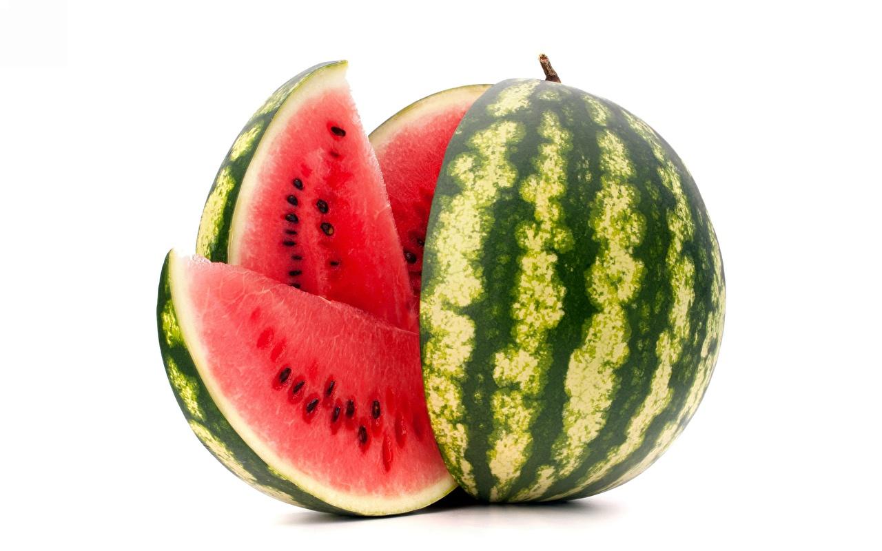 Fotos von stücke Wassermelonen Lebensmittel Weißer hintergrund Stück das Essen