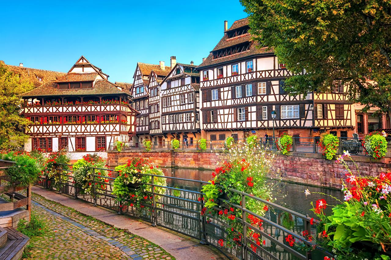 Fotos von Straßburg Frankreich Zaun Fluss Haus Städte Strauch Flusse Gebäude