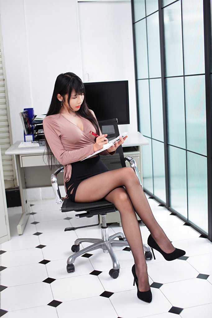 Picture Skirt Brunette girl Secretaries Blouse Girls Legs Asian sit Office high heels  for Mobile phone female young woman Asiatic Sitting Stilettos