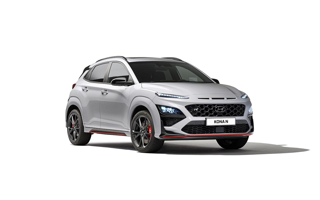 Foto Hyundai Kona N, (Worldwide), (OS), 2021 Silber Farbe Autos Metallisch Weißer hintergrund auto automobil