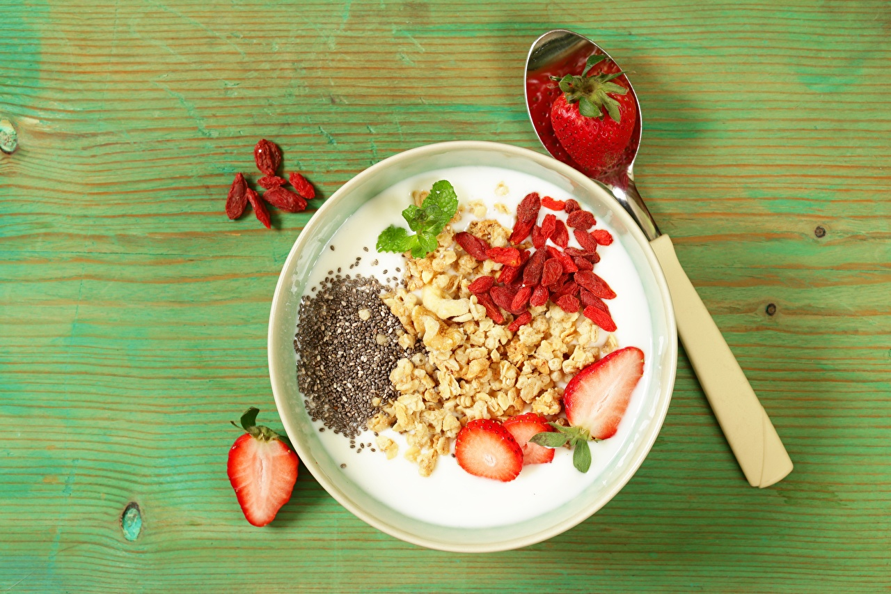 Photos Healthy eating Yogurt Breakfast Bowl Strawberry Food Spoon