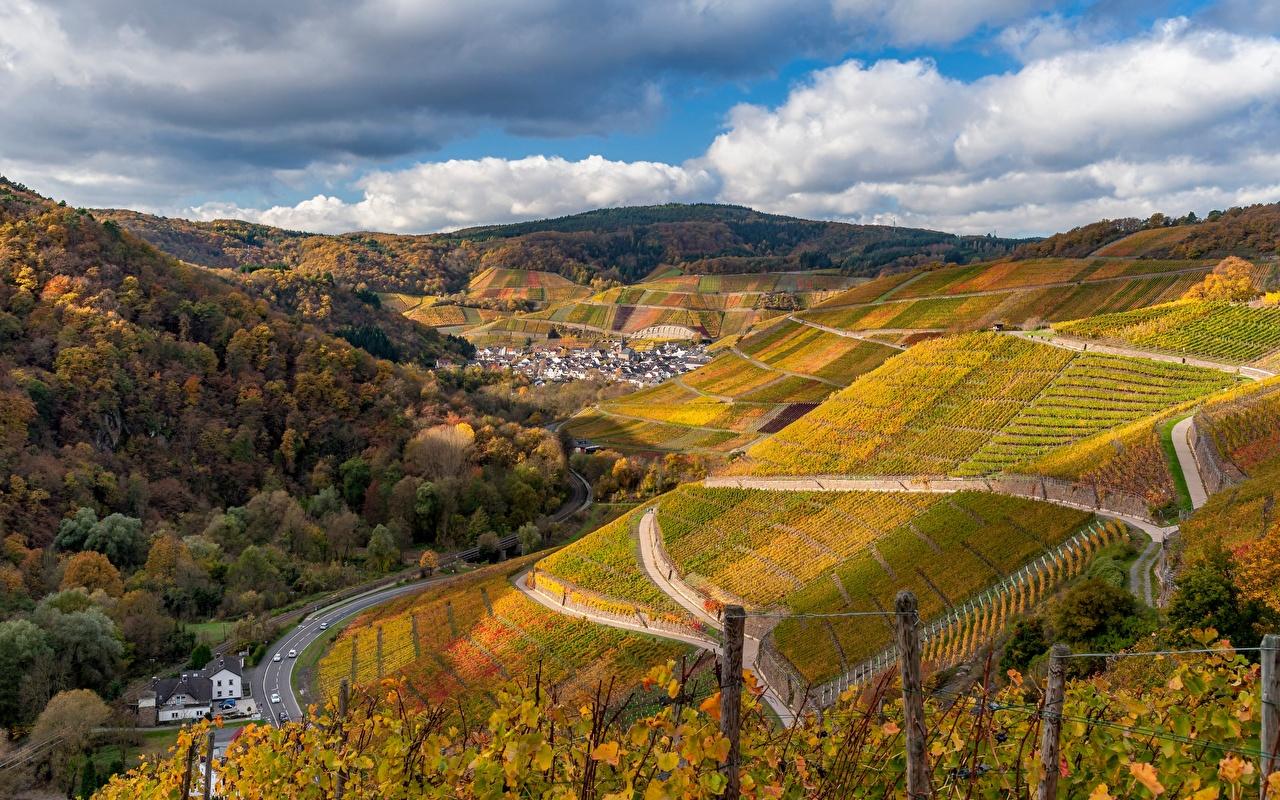 Desktop Hintergrundbilder Deutschland Ahr Valley Weinberg Ein Tal Natur Herbst Gebirge Felder Straße Wolke Bäume Rebberg Berg Wege Acker