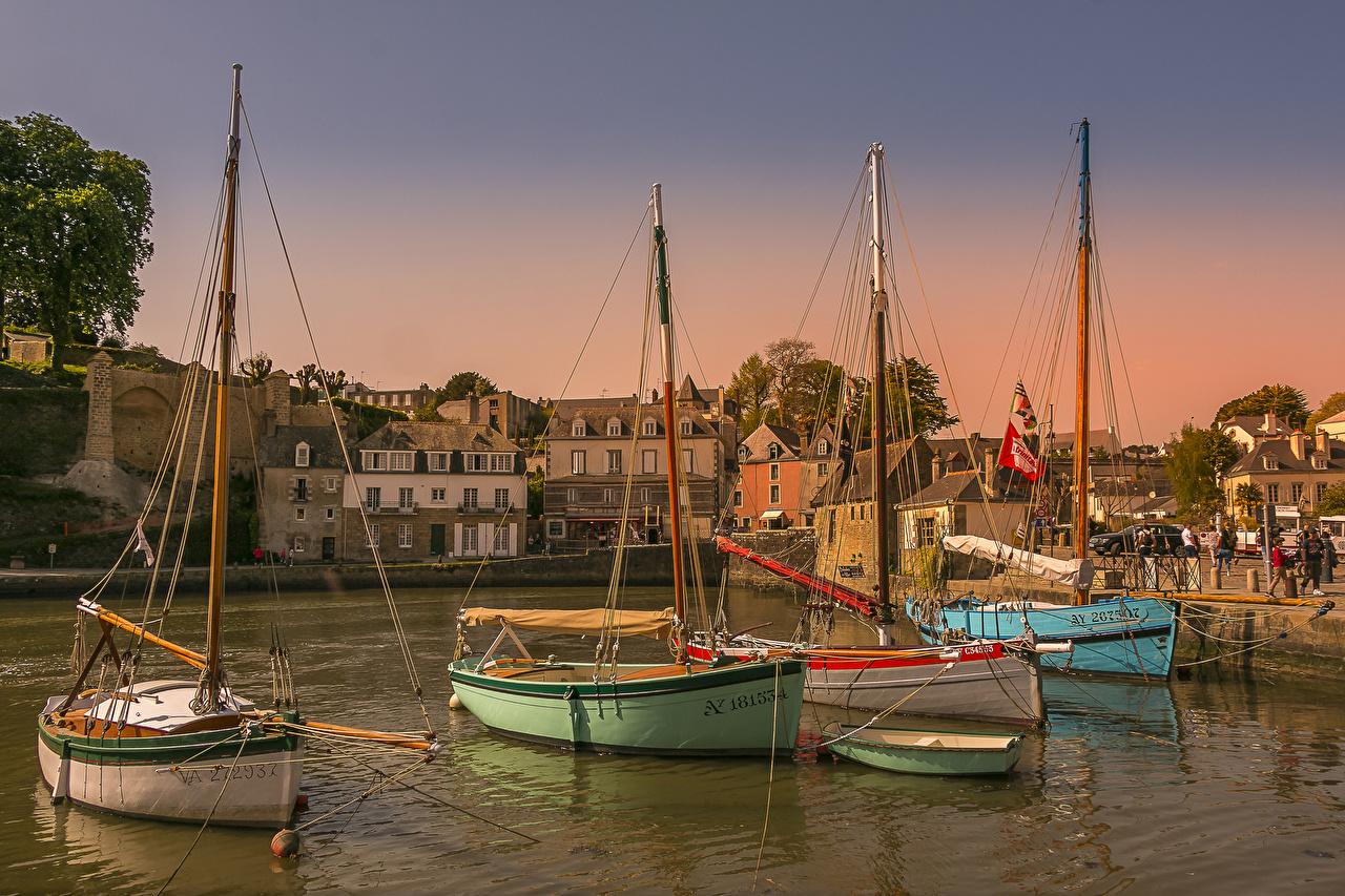 Image France Saint-Goustan Brittany Bay Berth Boats Sailing Houses Cities Pier Marinas Building