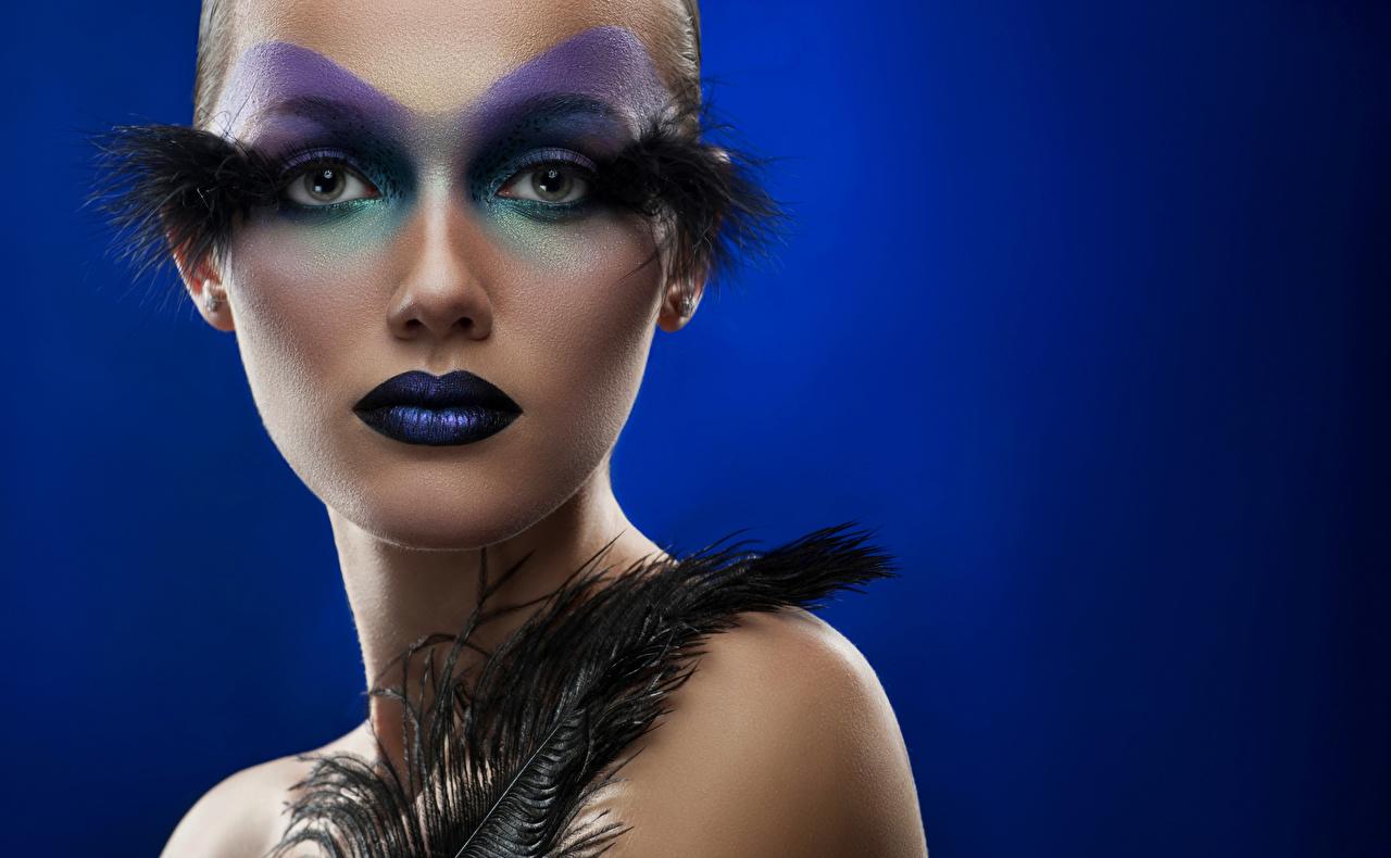 Hintergrundbilder Schminke Gesicht Mädchens Federn Farbigen hintergrund Make Up