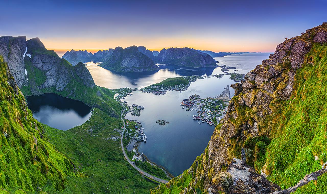 Desktop Hintergrundbilder Lofoten Norwegen Reinebringen, Reine Meer Natur Felsen Gebirge Bucht Von oben Berg