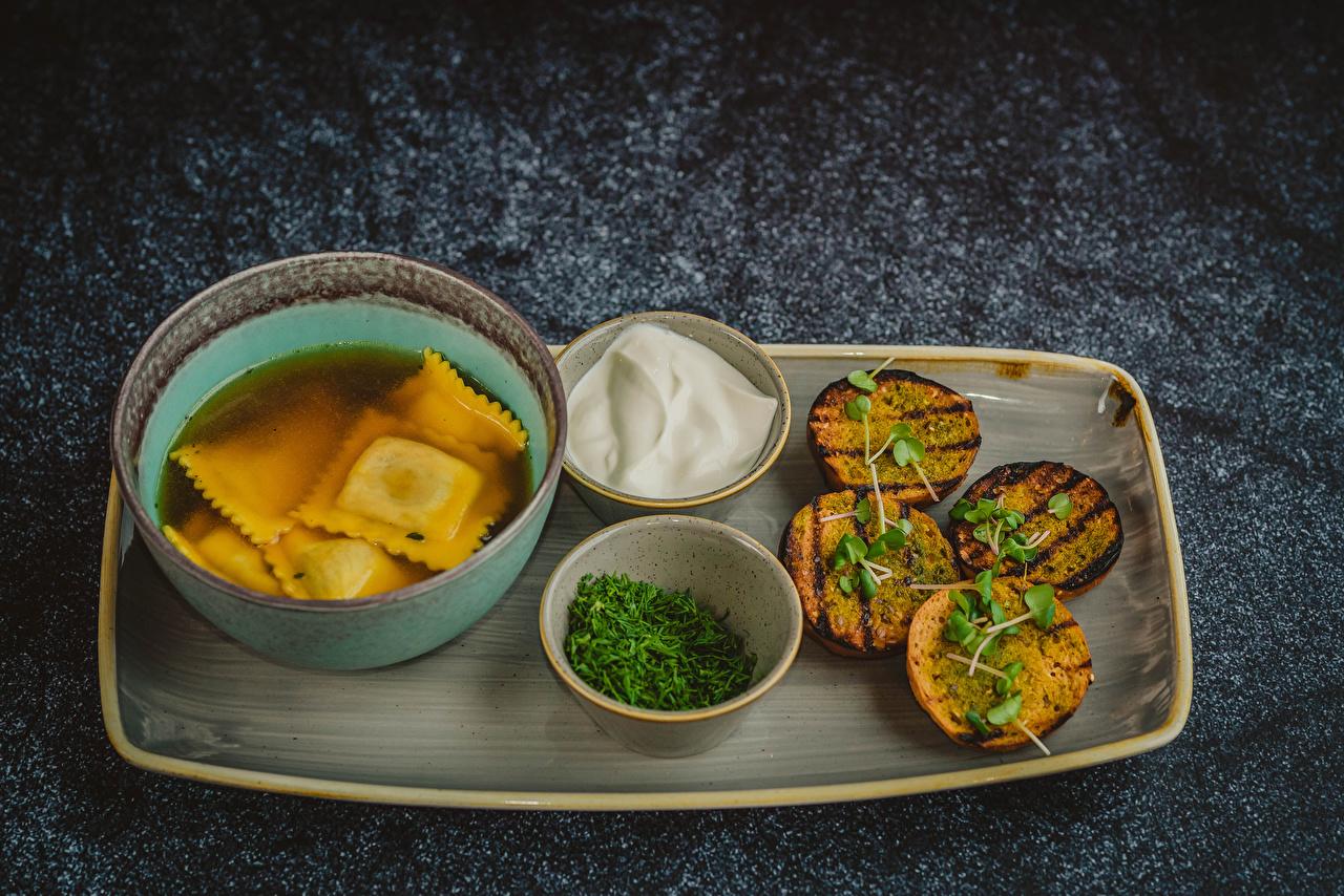 Bilder von Saure Sahne Pelmeni Brot Dill Schüssel Lebensmittel Sauerrahm das Essen