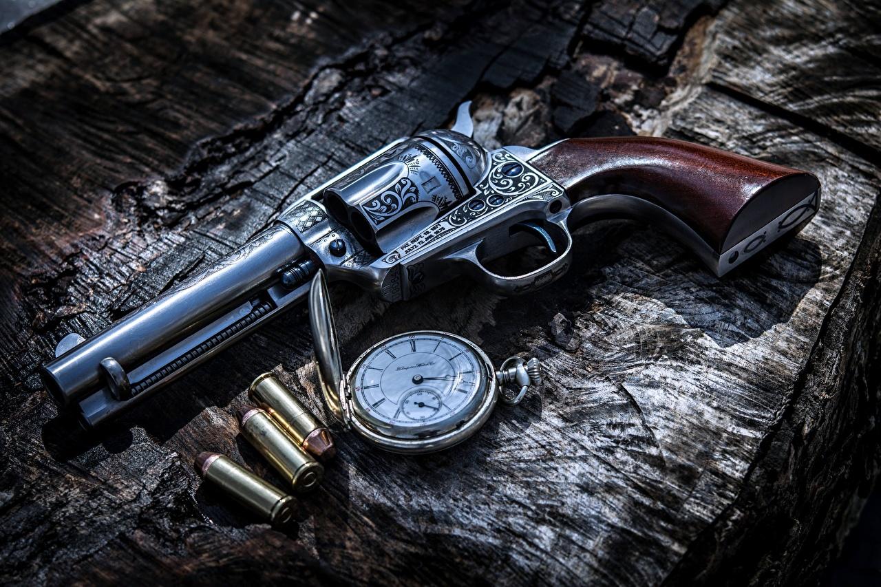 Foto pistola Rivoltella pallottola Orologio da tasca Orologio Esercito Pistole pistola a tamburo Proiettili