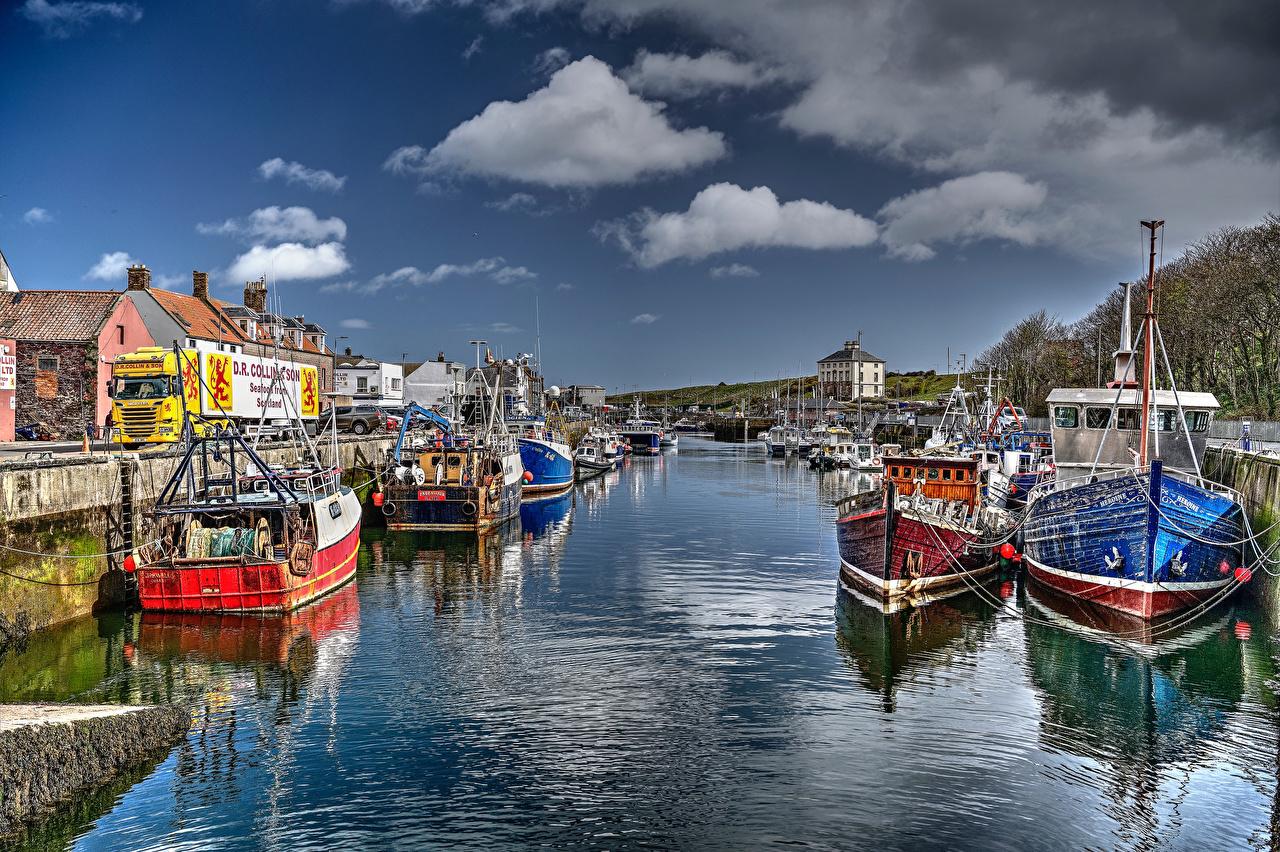 Bilder på skrivbordet Skottland Eyemouth Harbour Flodbåtar En bukt Småbåtshamn Hus Städer bukten stad byggnad byggnader